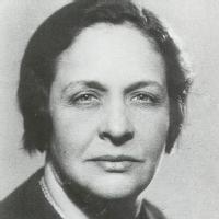 María Luisa Navarro de Luzuriaga